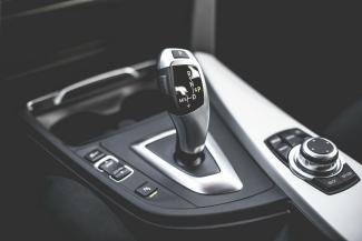 325automatic-transmission-gear-shift-in-modern-car-picjumbo-com (2)