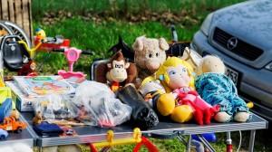 yard sale flea market clutter